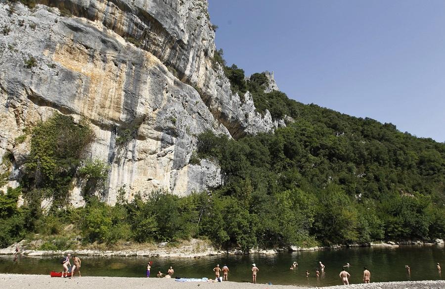 Les  campings naturistes offrent un cadre familial