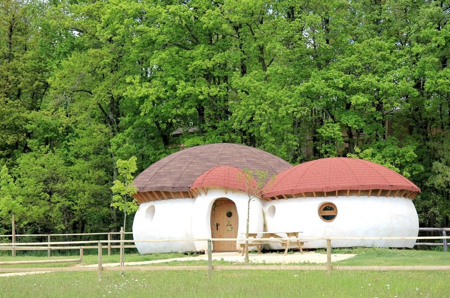 Maison champignon au Domaine de Dienné