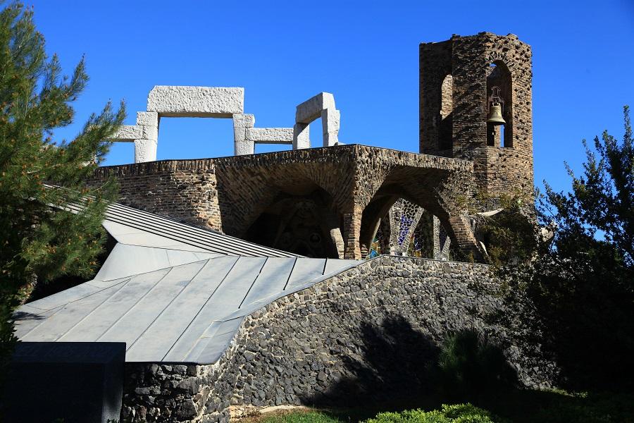 Église Gaudí à Santa Coloma de Cervello