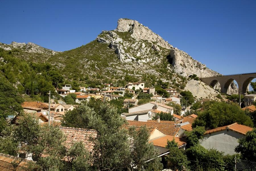 Le village de La Vesse et son viaduc