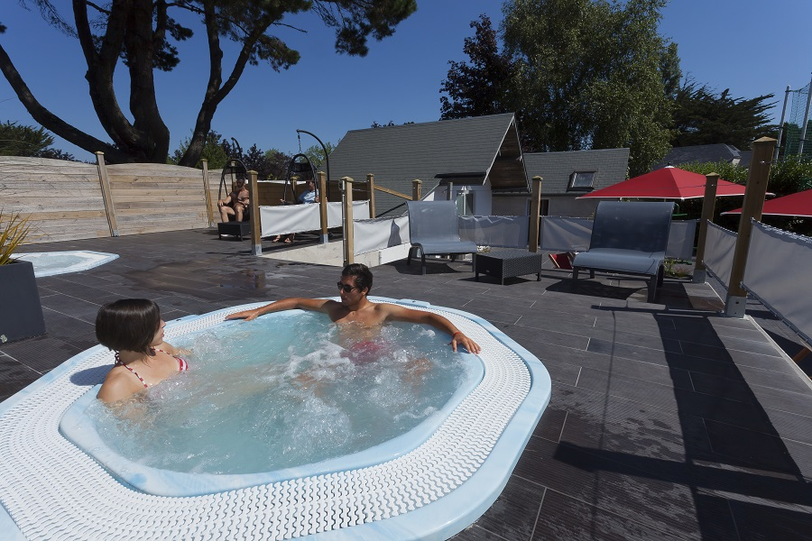 Jacuzzi camping des Menhirs