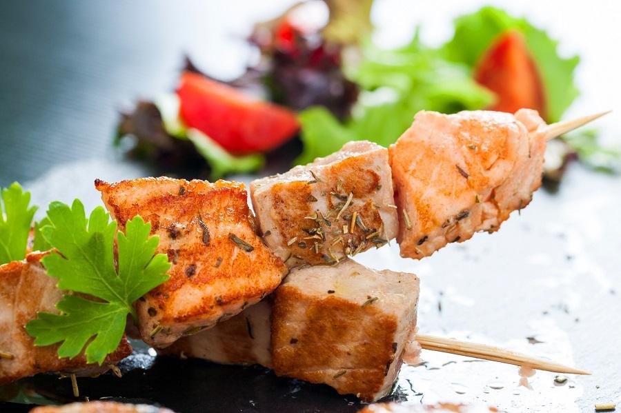 Cuisine au camping : brochettes de saumon