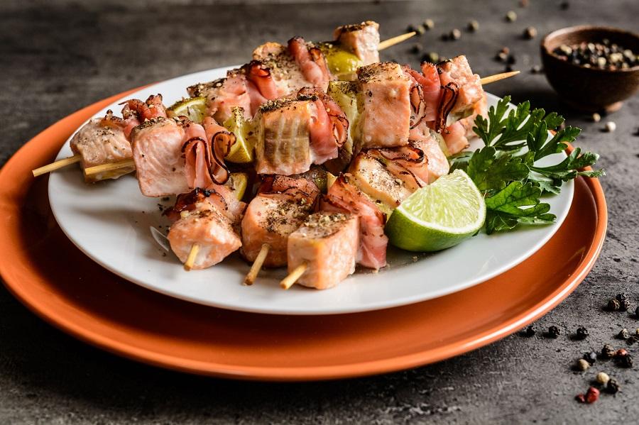 Cuisine au camping : brochettes saumon courgette