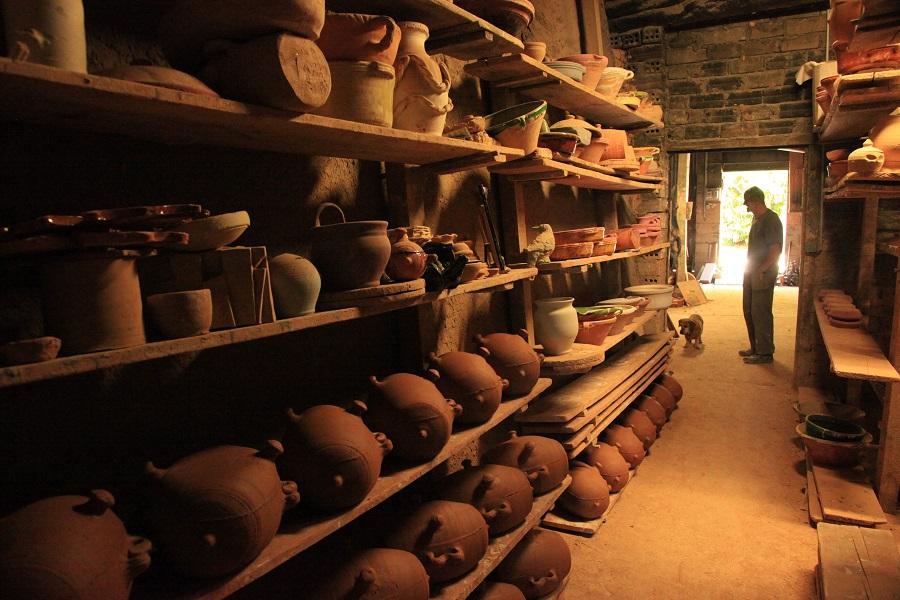 Atelier de poterie à Mas-Saintes-Puelles