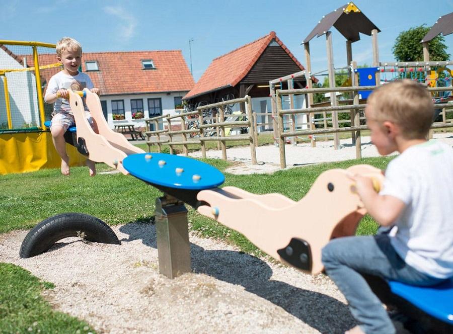 L'aire de jeux pour enfants au camping Le Ridin