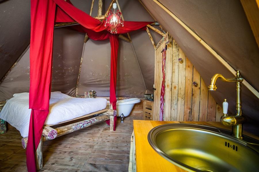 Lodge toilée au camping La Roche d'Ully