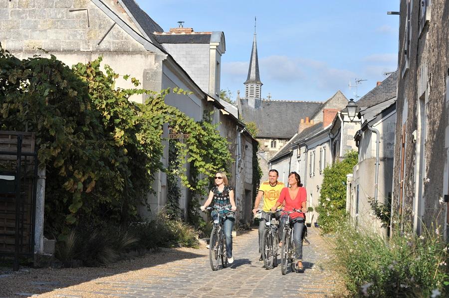 Visite du village de Béhuard à vélo