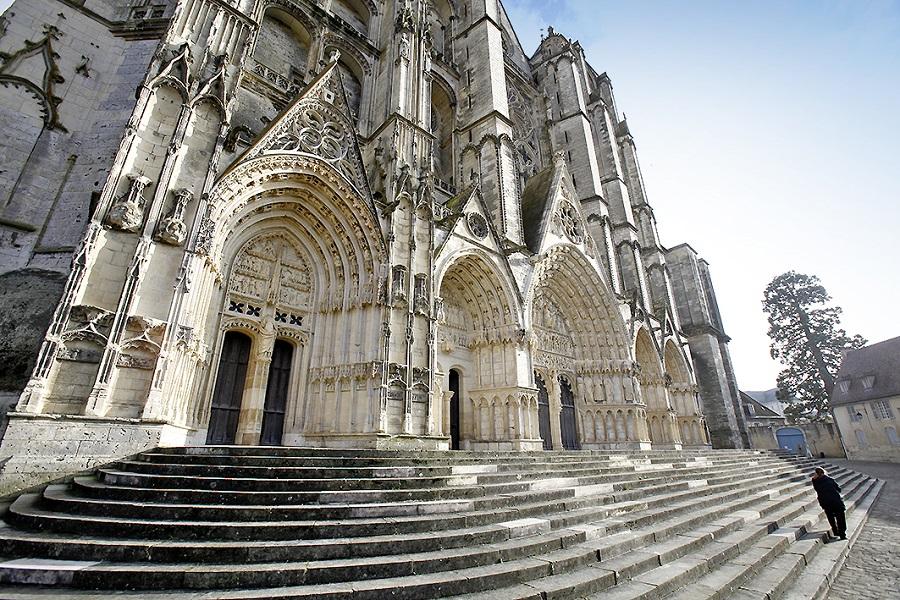 Parvis de la cathédrale de Bourges