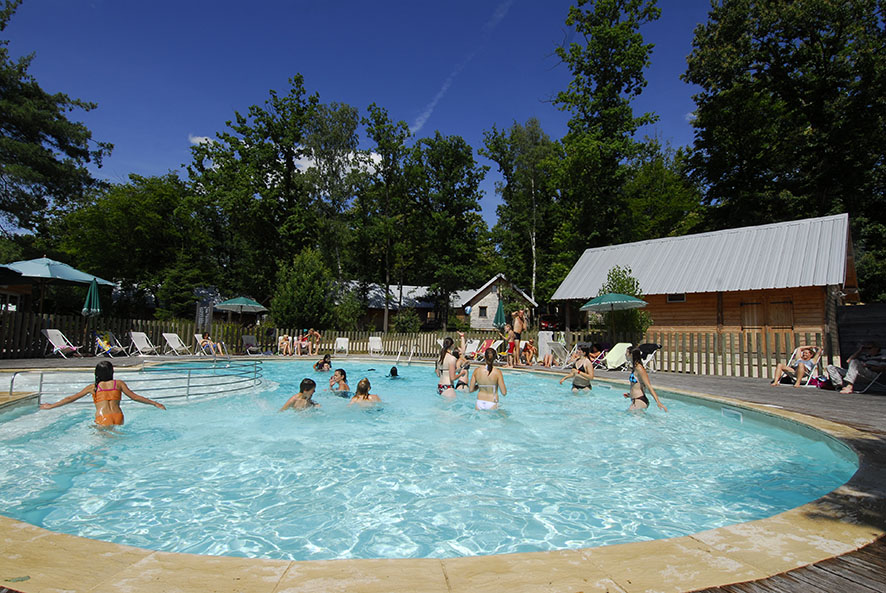 La piscine du camping Huttopia Versailles