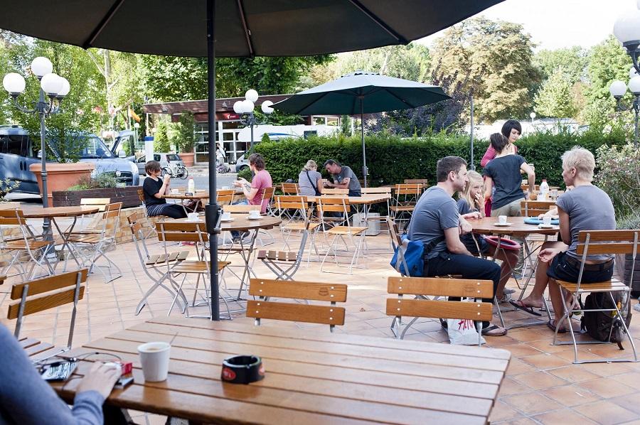 Bar avec terrasse au Camping de Paris