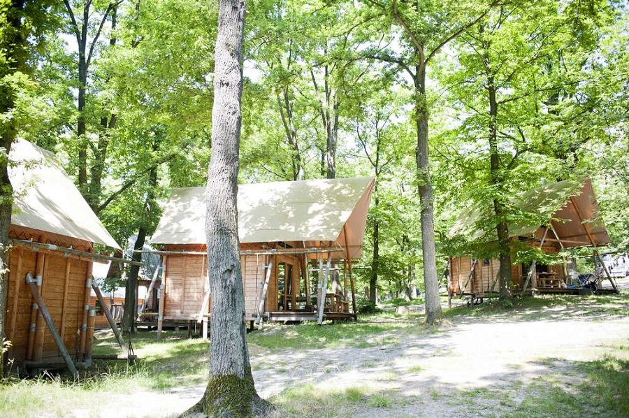 Les cahuttes du camping Huttopia Versailles