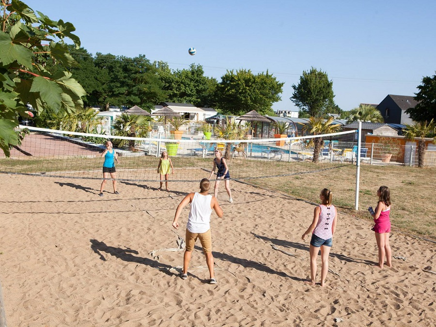 Beach-volley au camping Les Voiles d'Anjou
