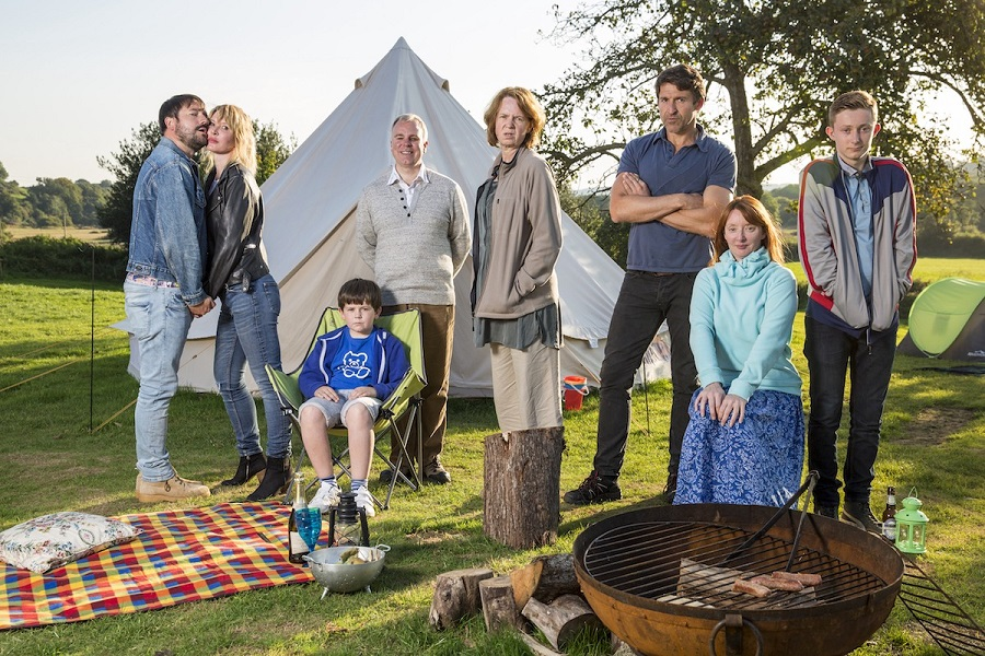 "La série anglaise ""Camping"" de Julia Davis"