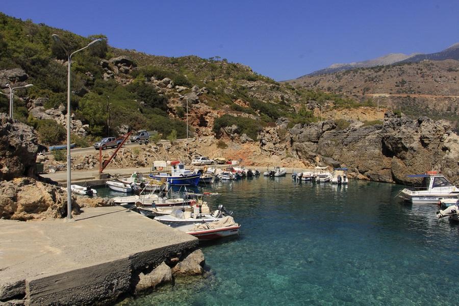 Le petit port de Soúgia