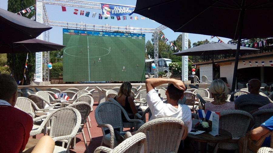 Écran géant pour la Coupe du Monde à l'Esterel Caravaning