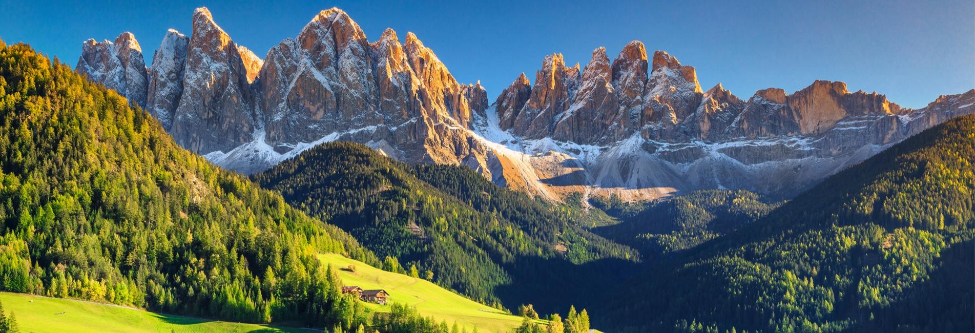 Berglandschaft mit Blick in die Dolomiten