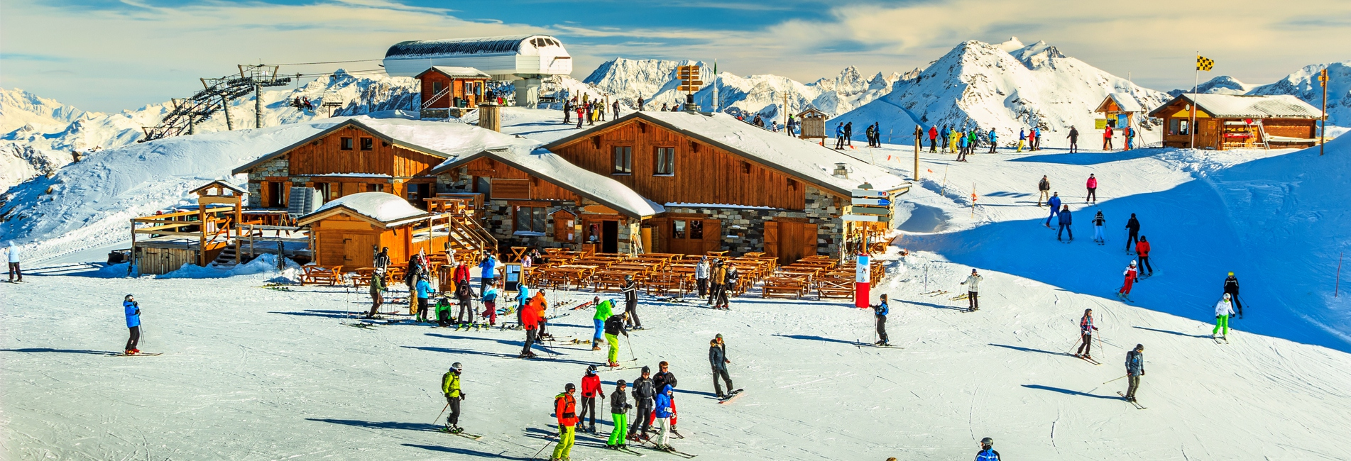 Skipisten, Skistation und Hütten in den französischen Alpen