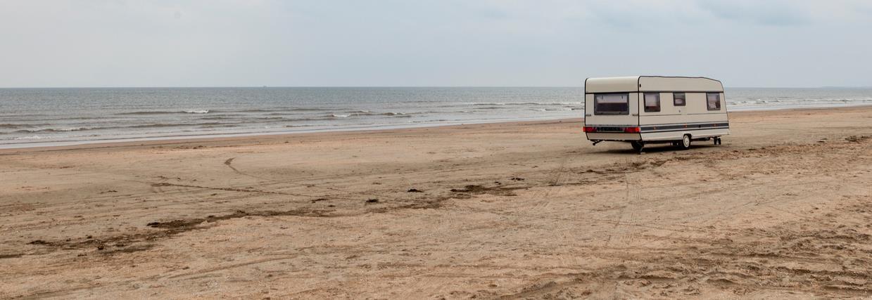 Wohnwagen am Strand, Meerblick