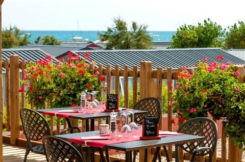 Restaurant camping zicht op zee - Dakterras restaurant ...