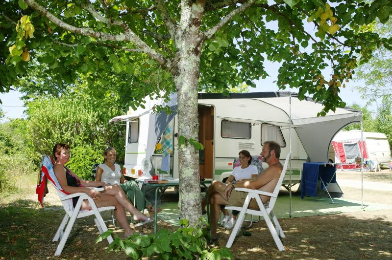 Emplacement - Emplacement Confort - 2 Pers. Comprises Dans Le Tarif - Camping Castel Domaine La Paille Basse