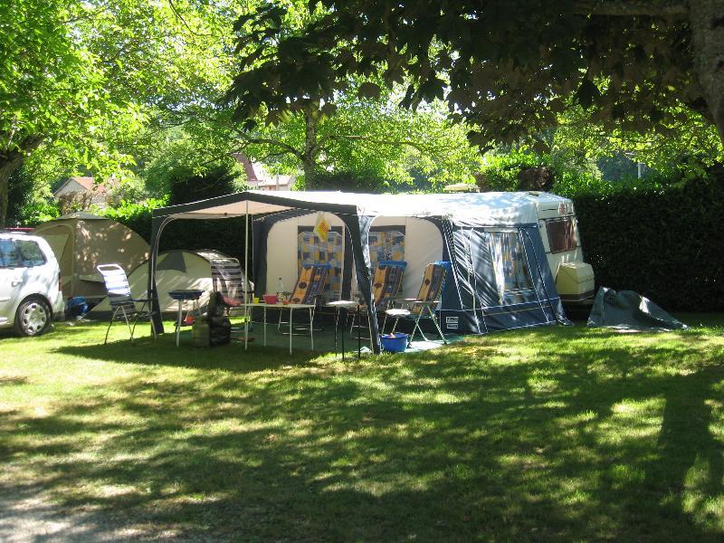 Emplacement - Emplacement Confort 100 M² + Électricité 10 A - Camping Sites et Paysages Le Ventoulou