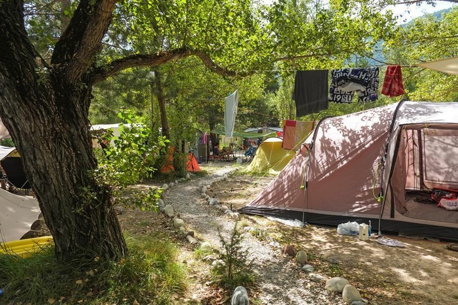 Emplacement - Emplacement + 1 Véhicule + 1 Grande Tente & 1 Petite Tente - Camping du Brec