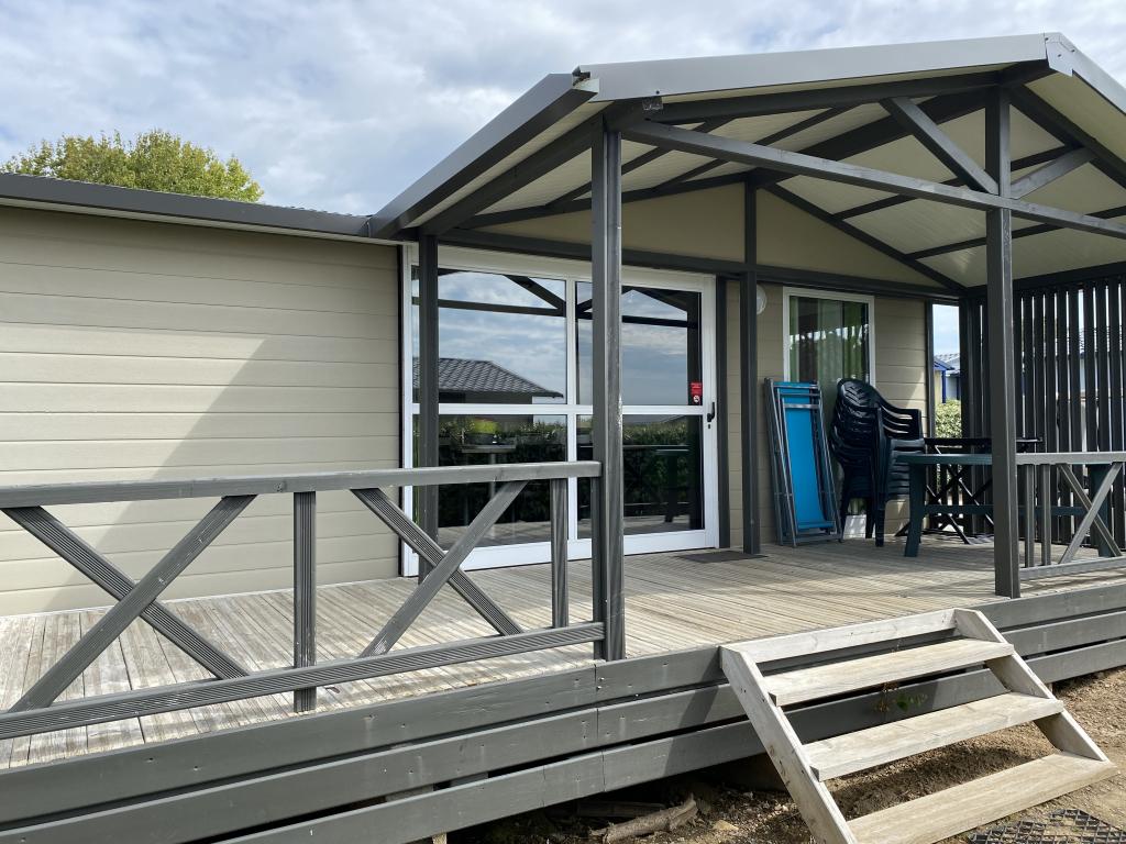 Location - Chalet Confort+ (3 Chambres) Avec Terrasse Couverte 39 M² - Camping Les Jardins de Kergal