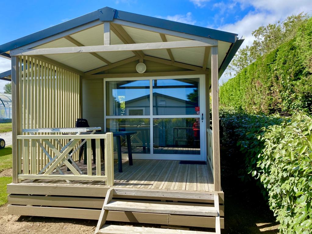 Location - Chalet Eco (2 Chambres) Avec Terrasse Couverte 20 M² - Camping Les Jardins de Kergal