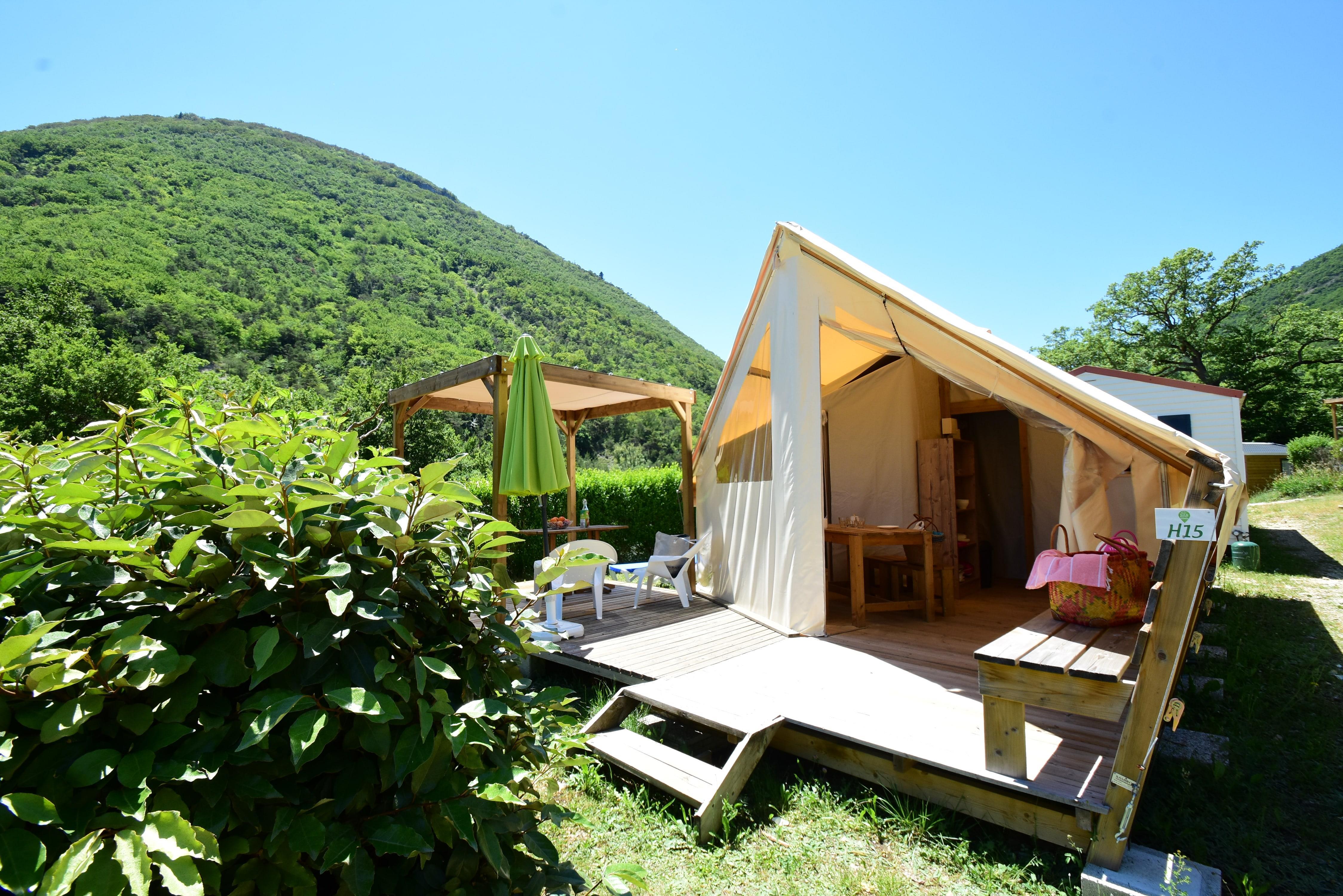 Location - Tente Écolodge Avec Douche Et Sanitaire - Camping Sites et Paysages La Source du Jabron