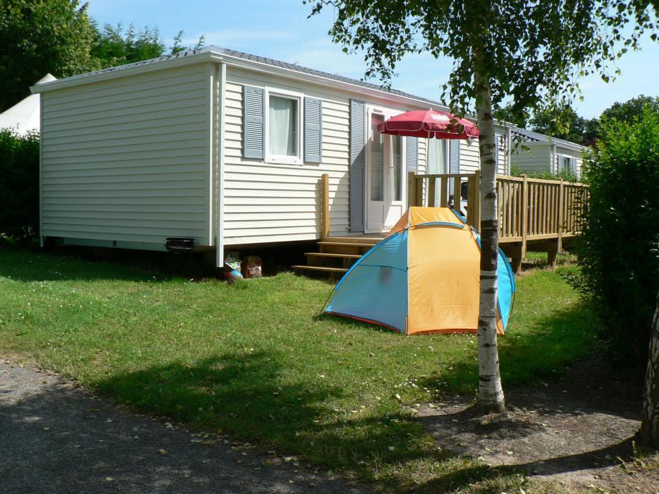 Location - Mobile Home 3 Chambres - 1 Salle D'eau - Terrasse En Bois - Les Castels Premium - Camping Castel Château de Galinée