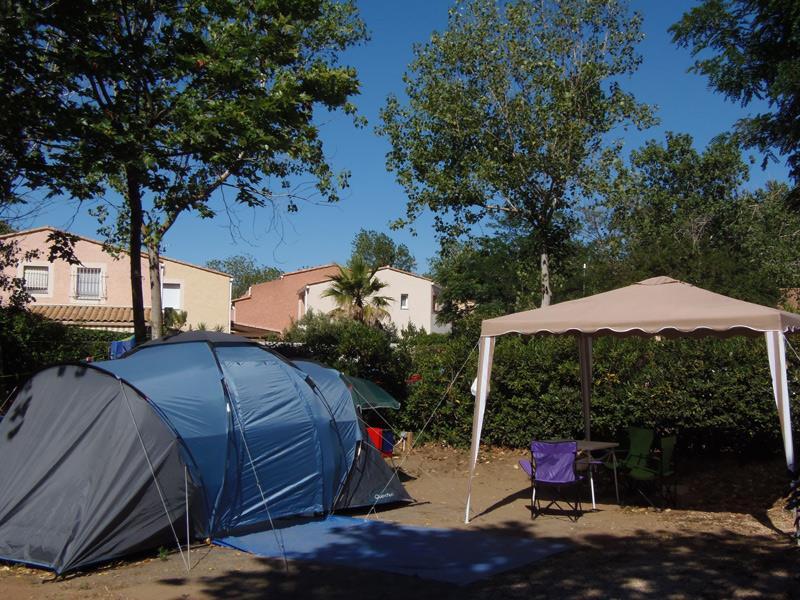 Emplacement - Forfait Emplacement Ensoleillé: Électricité + 1 Véhicule - Camping Le Rochelongue