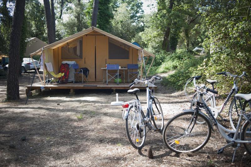 Location - Tente Toile Et Bois Classic V - Huttopia Oléron Chênes Verts