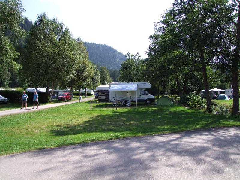 Emplacement - Stop Accueil Camping Car (Arrivée Après 17H, Départ 10H) - Sans Éléctricité - Flower Camping Verte Vallee
