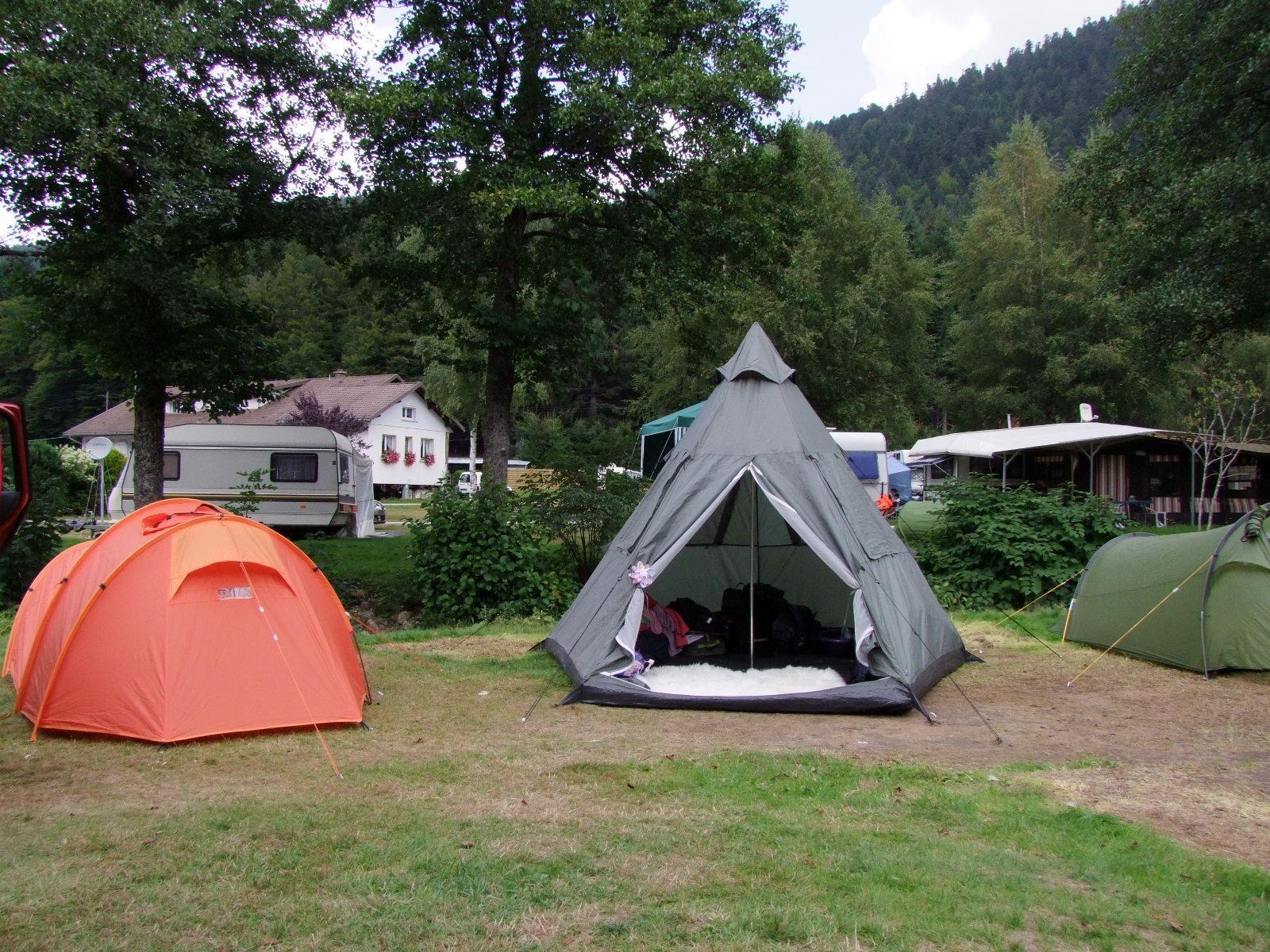 Emplacement - Forfait Randonneur : 1 Personne À Pied Ou À Vélo (Sans Véhicule) / 1 Tente Sans Électricité - Flower Camping Verte Vallee
