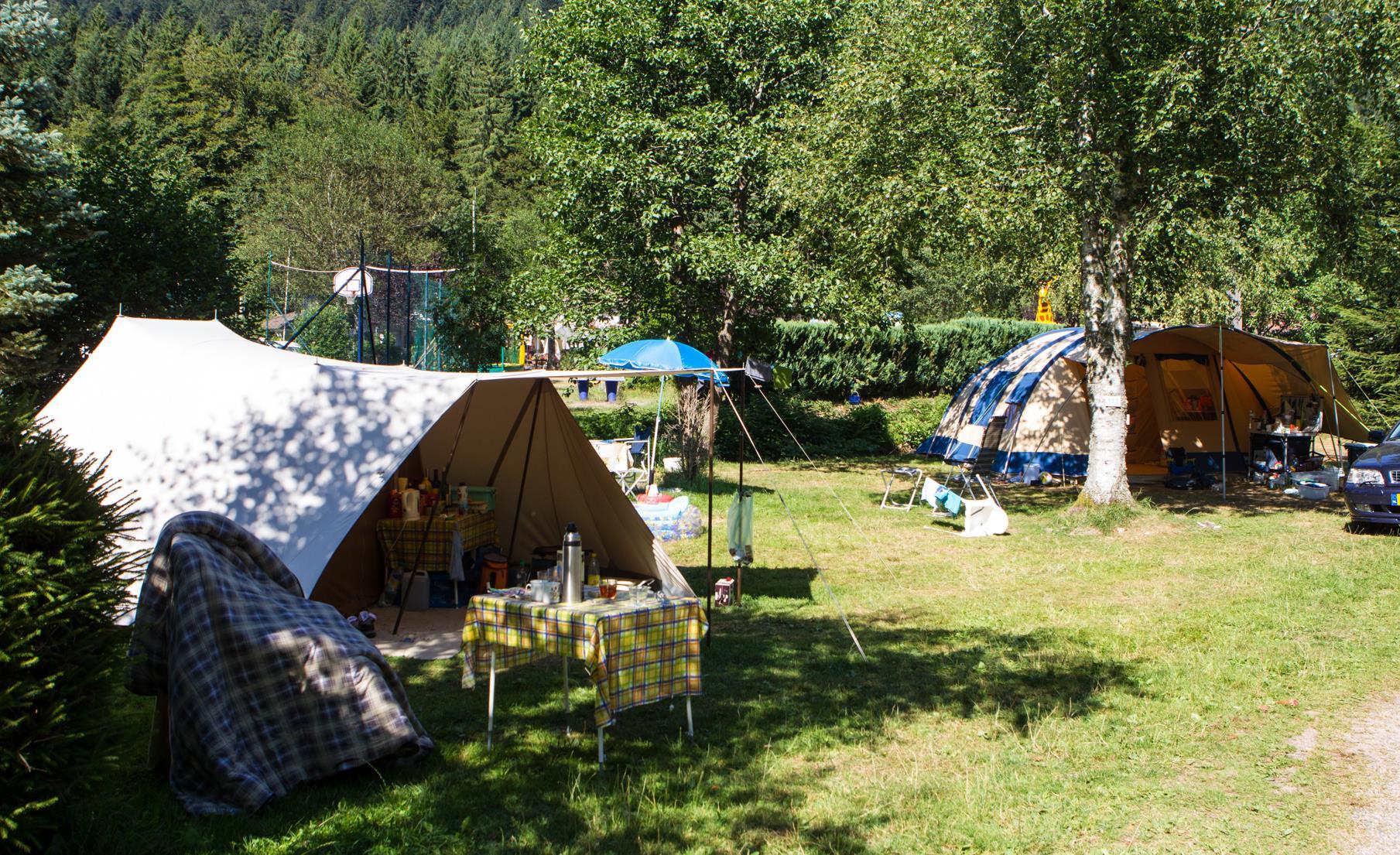 Emplacement - Forfait Nature (1 Tente, Caravane + 1 Voiture Ou Camping-Car) (Sans Électricité) - Flower Camping Verte Vallee