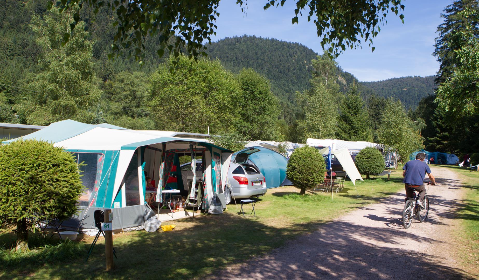 Emplacement - Forfait Confort (1 Tente, Caravane + 1 Voiture Ou Camping-Car / Électricité 6A) - Flower Camping Verte Vallee