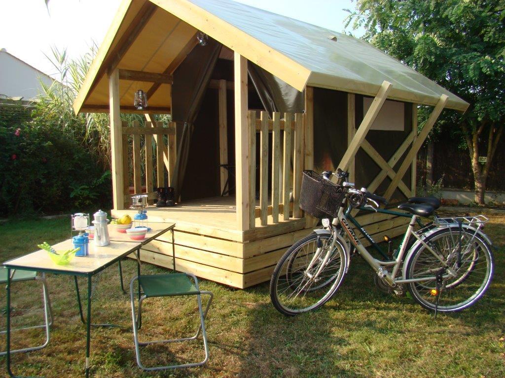 Location - Tente Nomad 7 M² / 1 Chambre - Terrasse (Sans Sanitaires Privatifs) - Nantes Camping