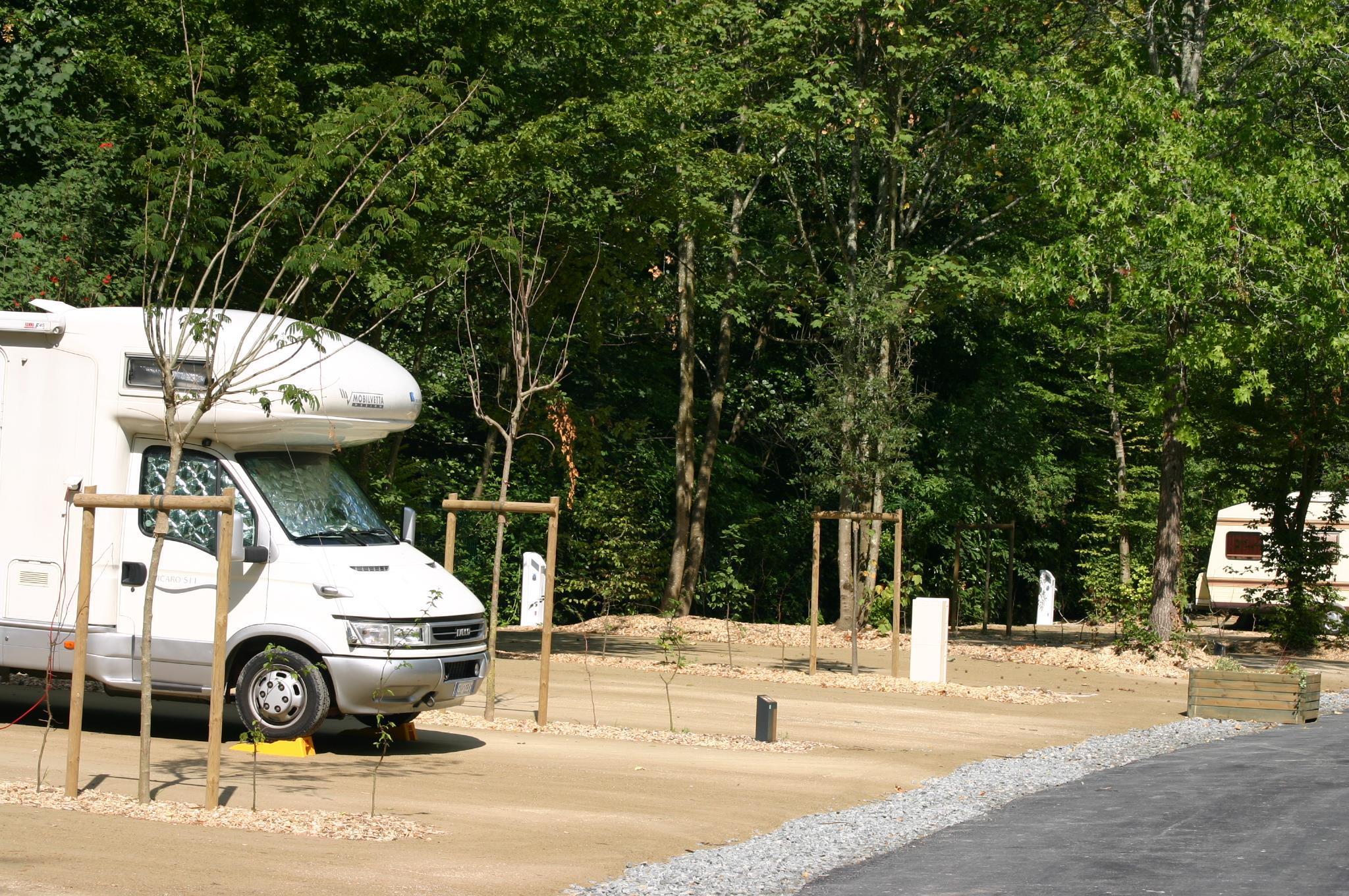 Emplacement - Forfait Nature 1 À 2 Personnes Avec Camping Car - Nantes Camping
