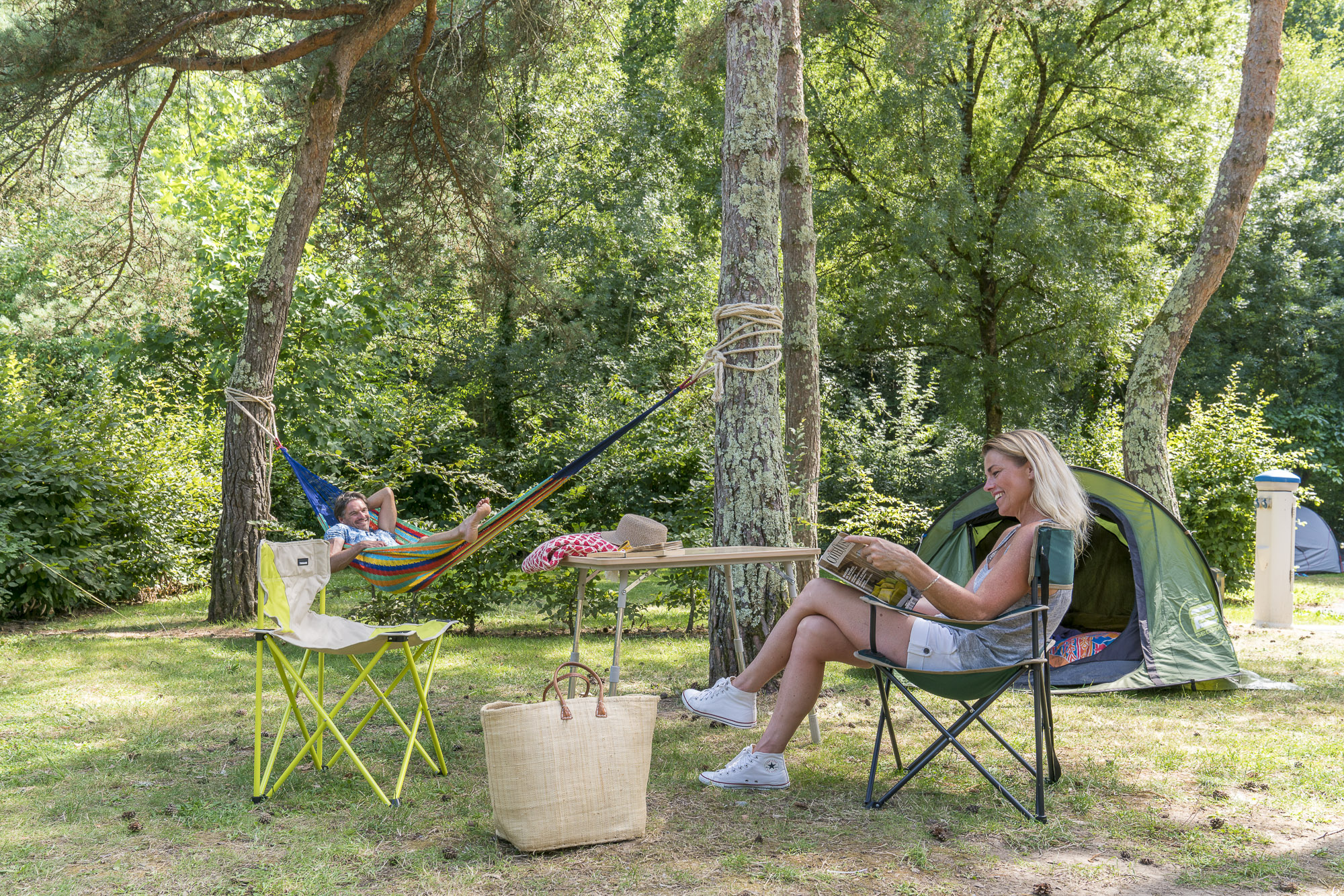 Emplacement - Forfait Confort 1 À 2 Personnes Avec Tente + 1 Véhicule + Électricité 16 A - Nantes Camping