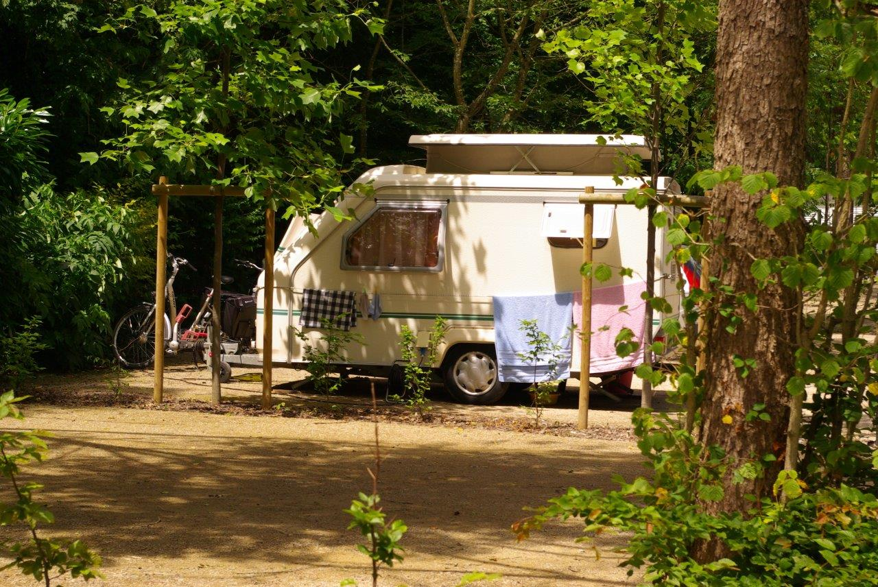 Emplacement - Forfait Nature 1 À 2 Personnes Avec Caravane + 1 Véhicule - Nantes Camping