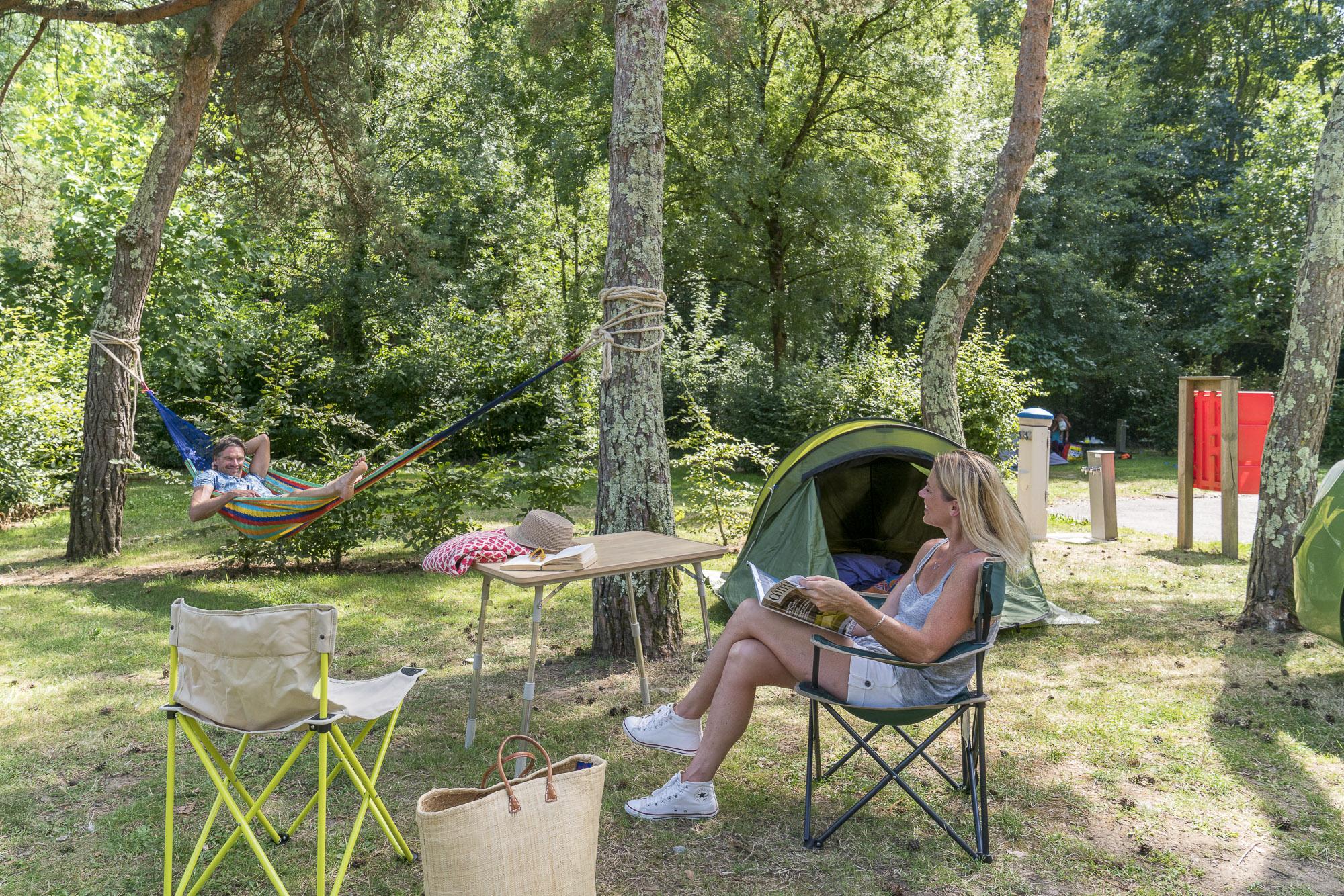 Emplacement - Forfait Nature 1 À 2 Personnes Avec Tente + 1 Véhicule - Nantes Camping