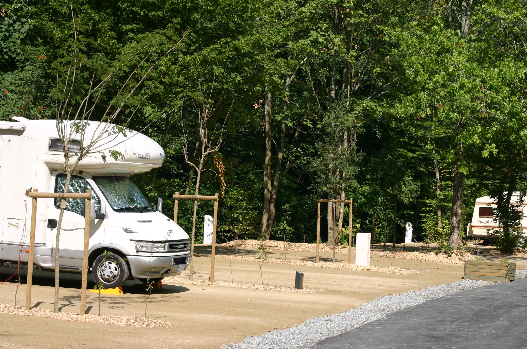 Emplacement - Forfait Acsi Camping Car + Électricité+ 1 Chien - Nantes Camping