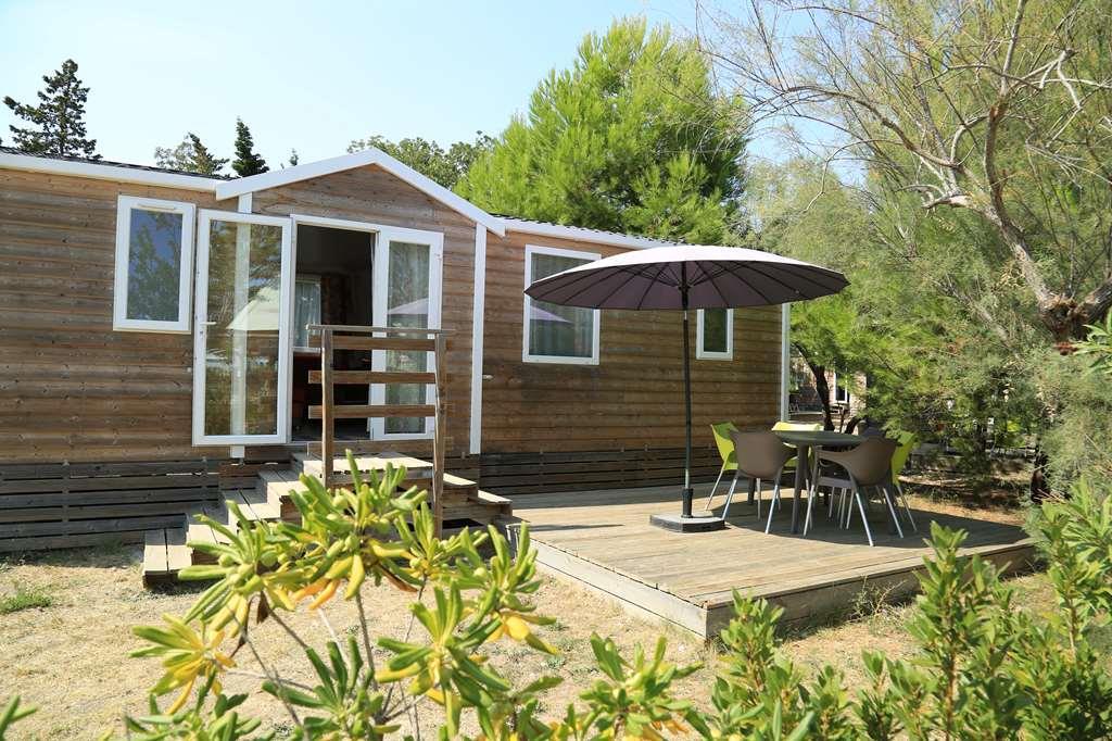 Chalet Premium 34m² (2 chambres) + grande terrasse couverte + climatisation + lave-vaiselle + dressing+TV grand écran
