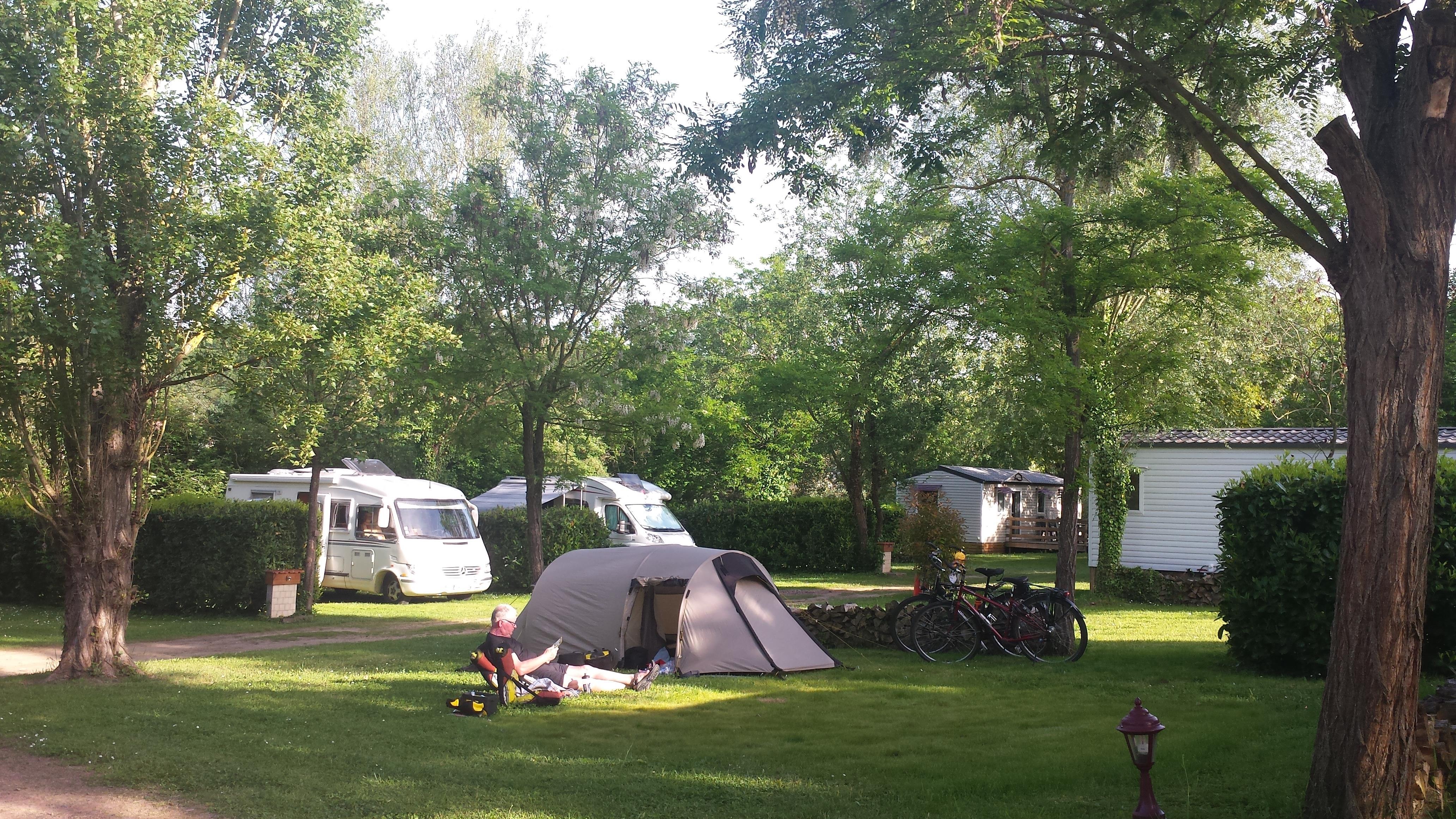 Camping l'Oree du Lac, Villerest, Loire