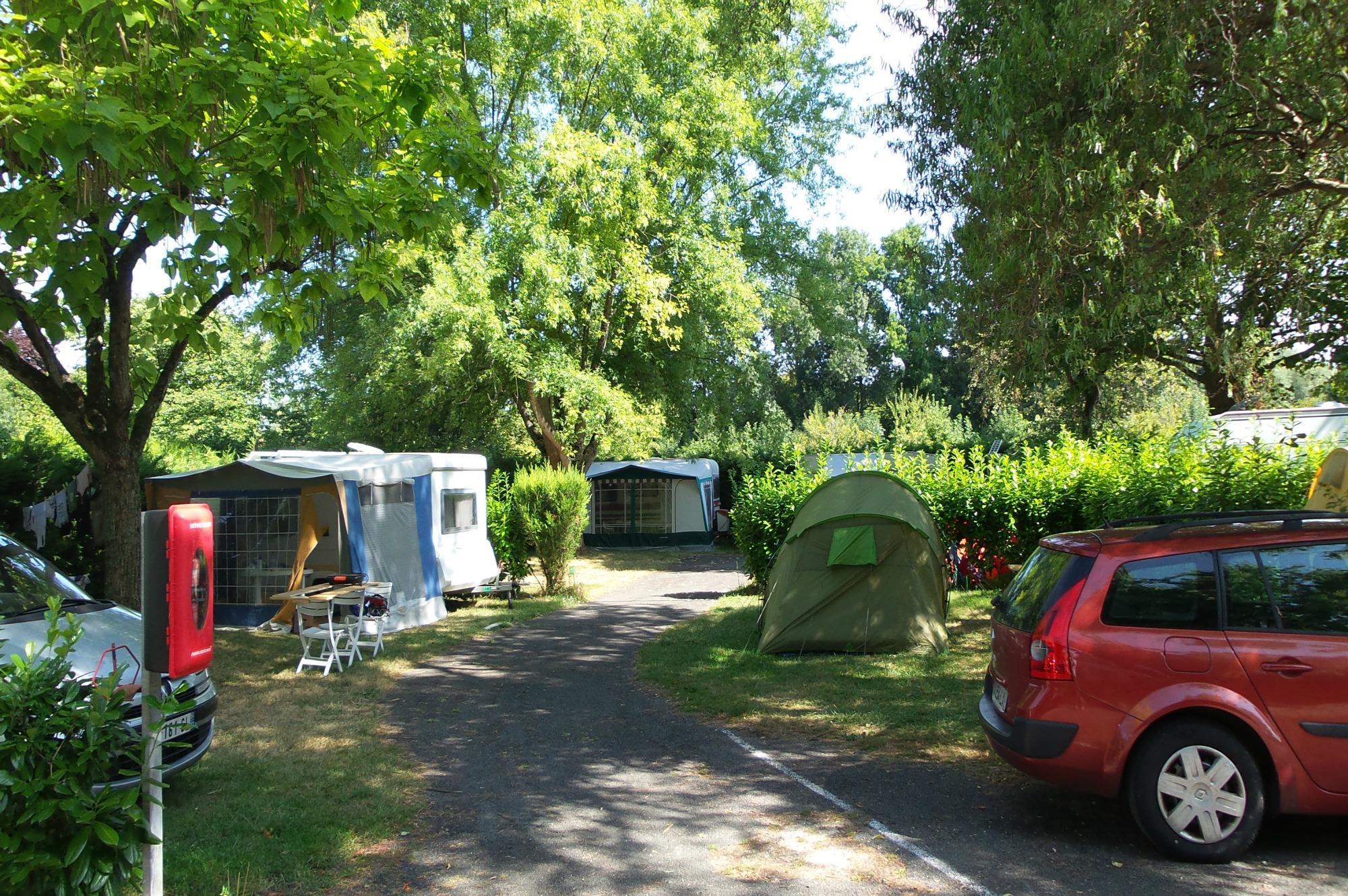 Emplacement - Emplacement Caravane - Camping de la Gères