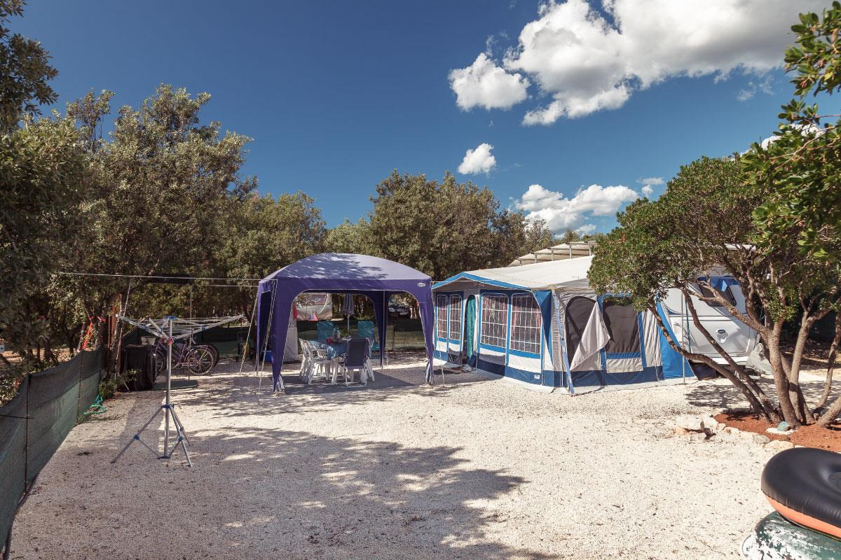 Emplacement - Emplacement Confort - Camping Mon Perin