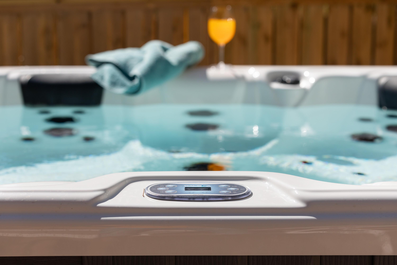 Location - Nouveauté : Cottage Premium 40 M² + Spa Luxe - 3 Chambres + 2 Salles De Bains +  Clim Et Tv + Terrasse Panoramique - Camping Holiday Green