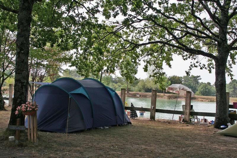 Camping le Chêne du Lac, Bayas, Gironde
