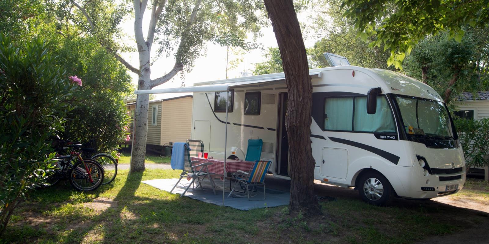Emplacement - Emplacement Nature Pour Tente/Caravane/Camping-Car Avec Électricité 6A - Camping Abri de Camargue