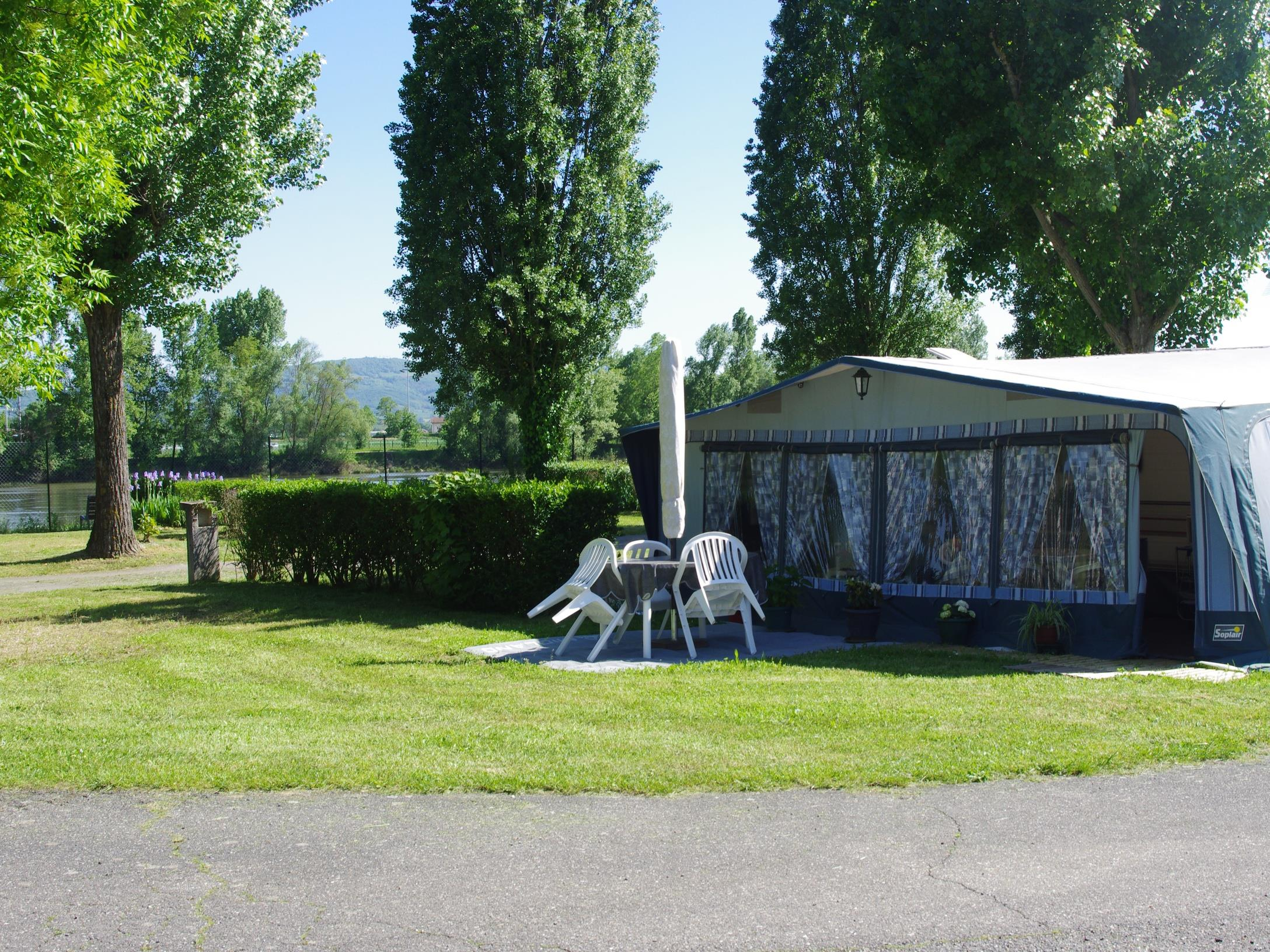 Pitch - Pitch Confort Package - Car, Tent, Caravan Or Camping-Car With Electricity - Camping Kanopée Village